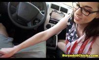 หนุ่มเงี่ยนเจอไก่หลงชวนเข้ามาxxxในรถ หนุ่มโคตรเงี่ยนเจอไก่หลงชวนเข้ามาเย็ดกันในรถ