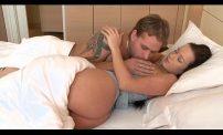 ซ้อมการให้นมลูก โดยให้ผัวดูดนมก่อน xxx ซ้อมการให้นมลูก โดยให้ผัวดูดนมก่อน เย็ดกัน